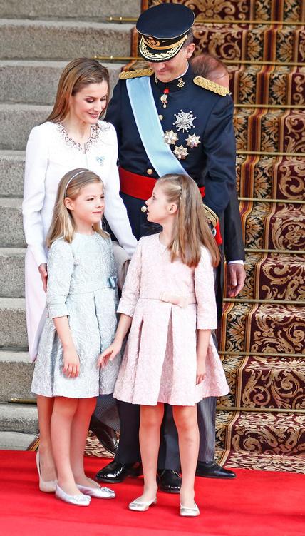 todas_las_imagenes_de_la_princesa_leonor_y_la_infanta_sofia_7470737_428x  EL ESTILO DE LA REINA LETIZIA todas las imagenes de la princesa leonor y la infanta sofia 7470737 428x