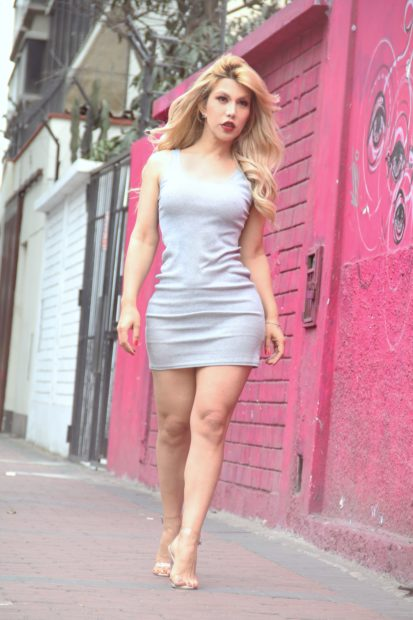 body style  fashion lookbook UN VESTIDO SIMPLE Y VERSATIL  para un verano.. blond latin min
